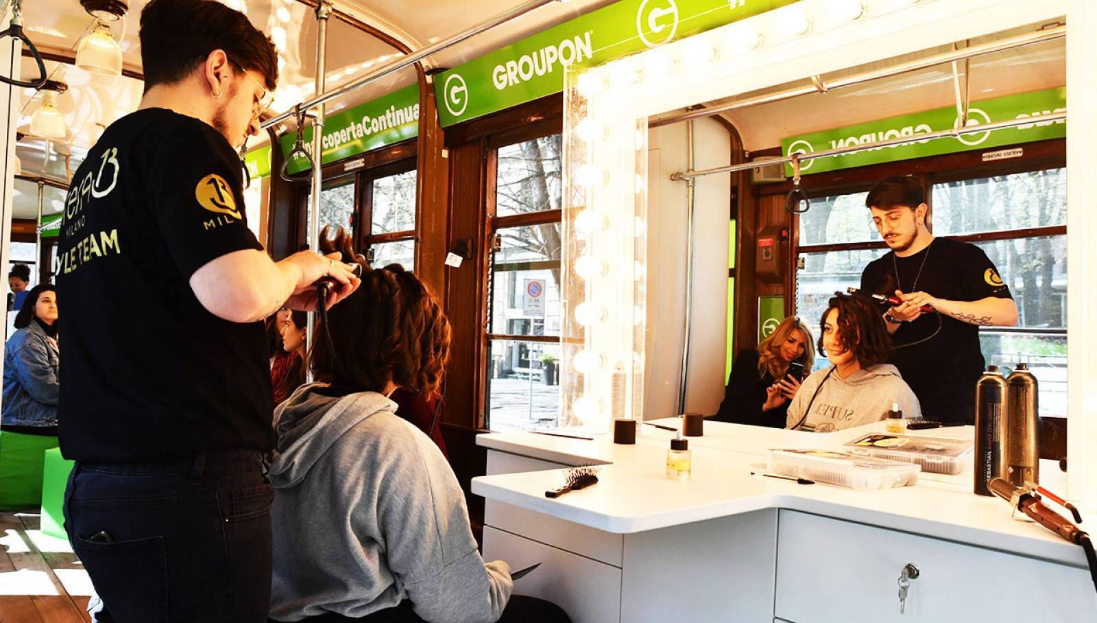 IGPDecaux OOH a Milano tram speciale per Groupon