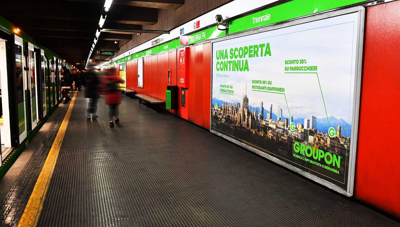 Pubblicità metro milanese IGPDecaux circuito maxi per Groupon