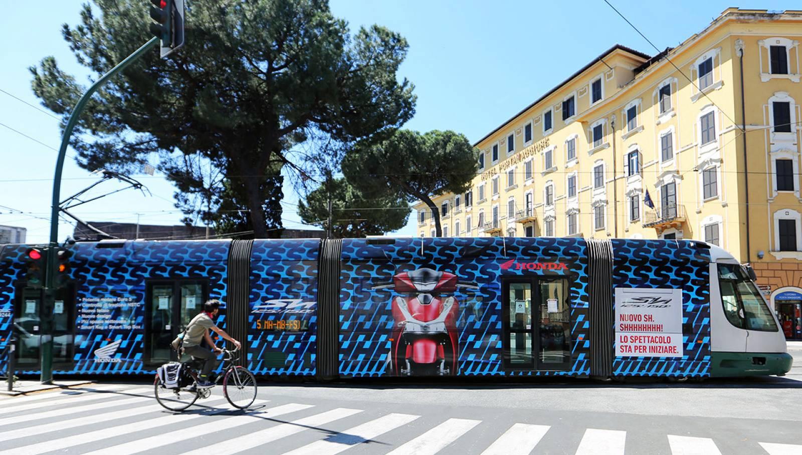 Tram decorati IGPDecaux a Roma per Honda Full-Wrap eurotram