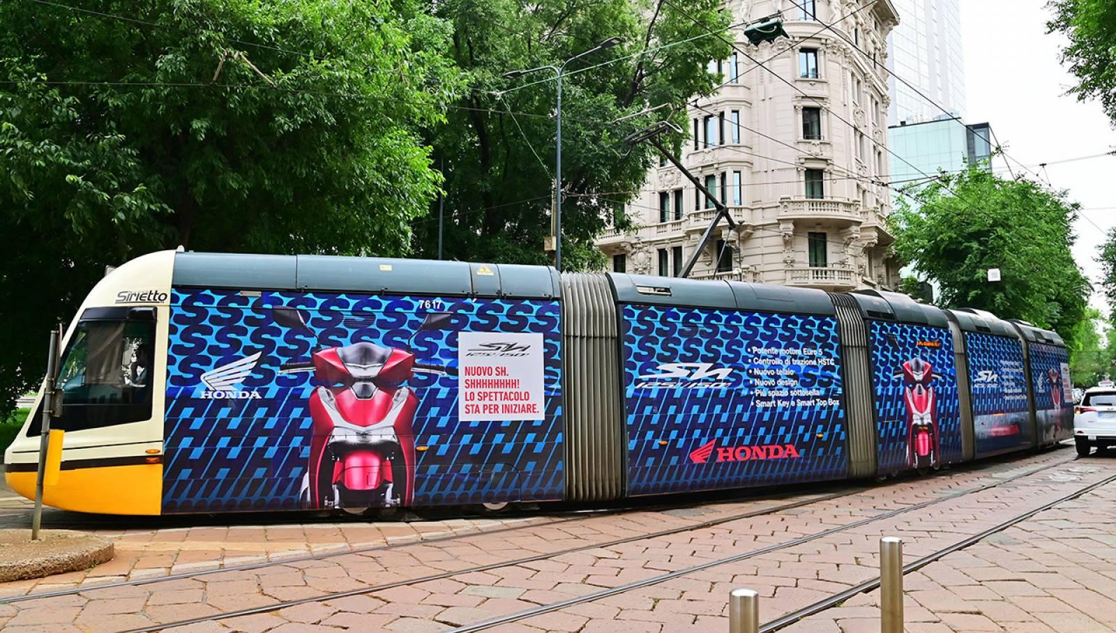 Pubblicità OOH IGPDecaux Milano Full-Wrap per Honda