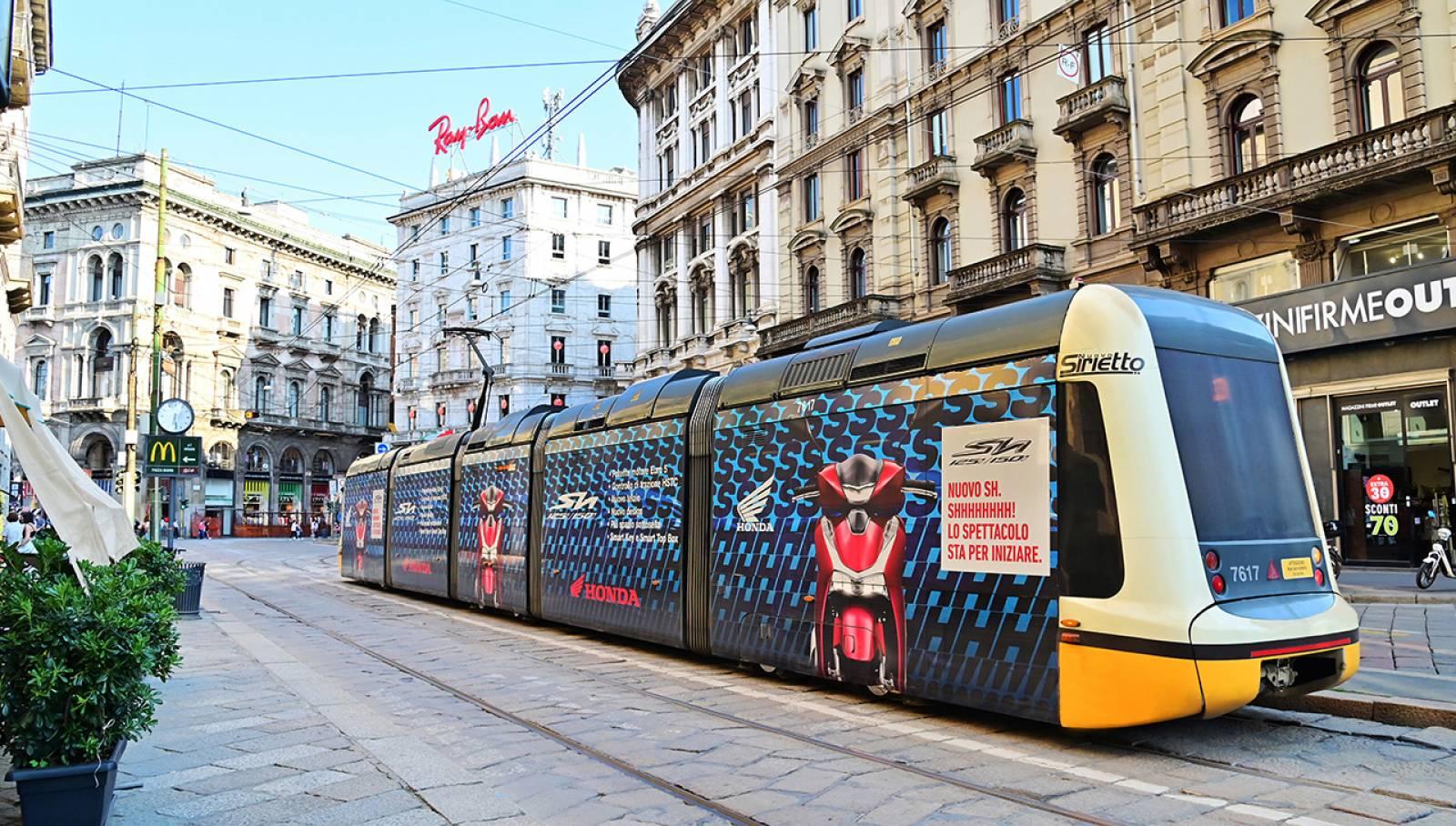 campagna OOH IGPDecaux tram decorati (Full-Wrap) per Honda a Milano