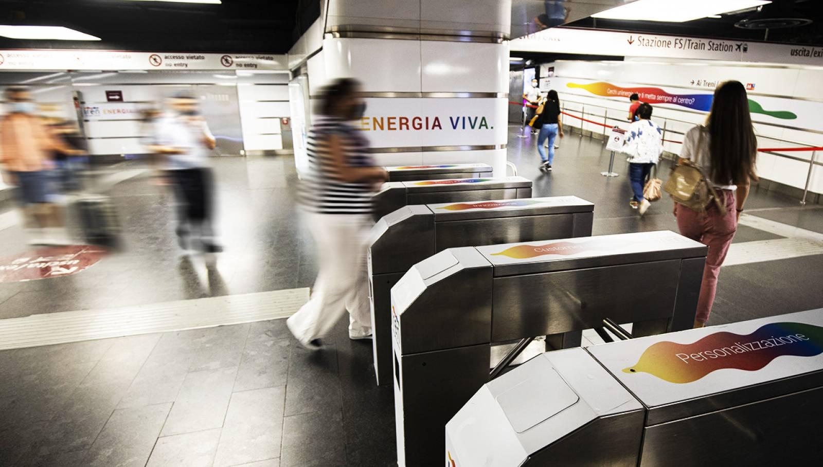 Pubblicità in metropolitana a Roma IGPDecaux Station Domination per Iren
