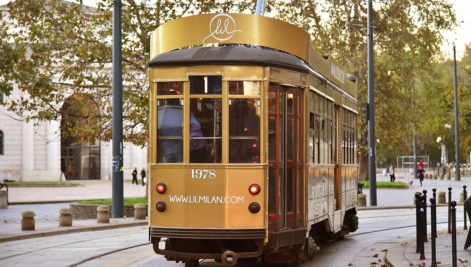 Pubblicità Out of Home a Milano IGPDecaux tram decorato per LIL