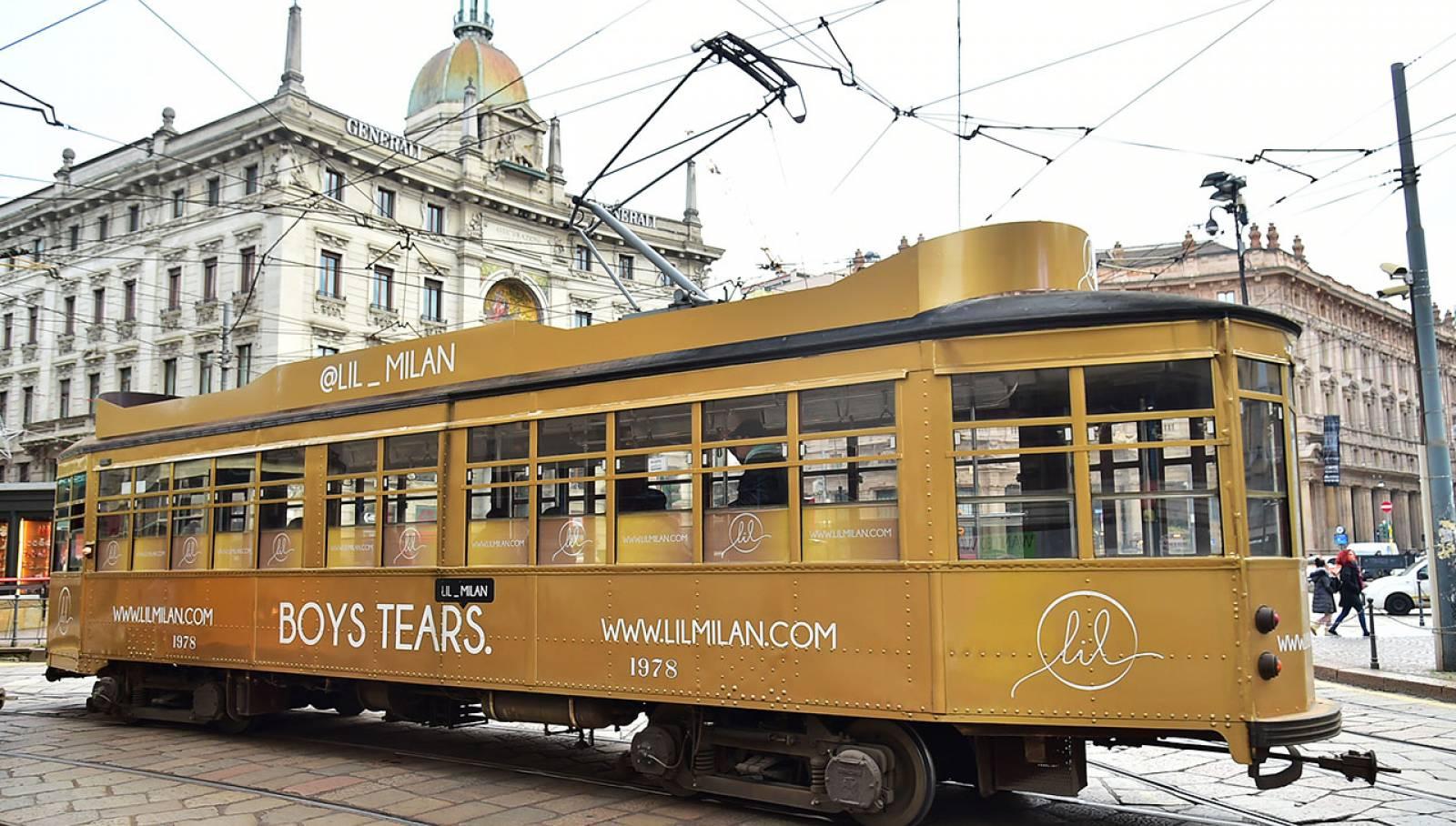 Pubblicità su tram Milano IGPDecaux tram decorato per LIL