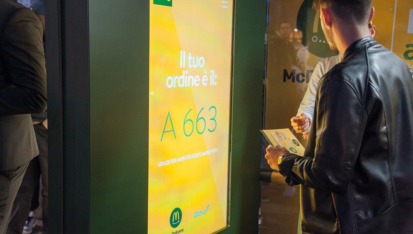 dooh advertising pensiline digital IGPDecaux Milano per Mc Donalds