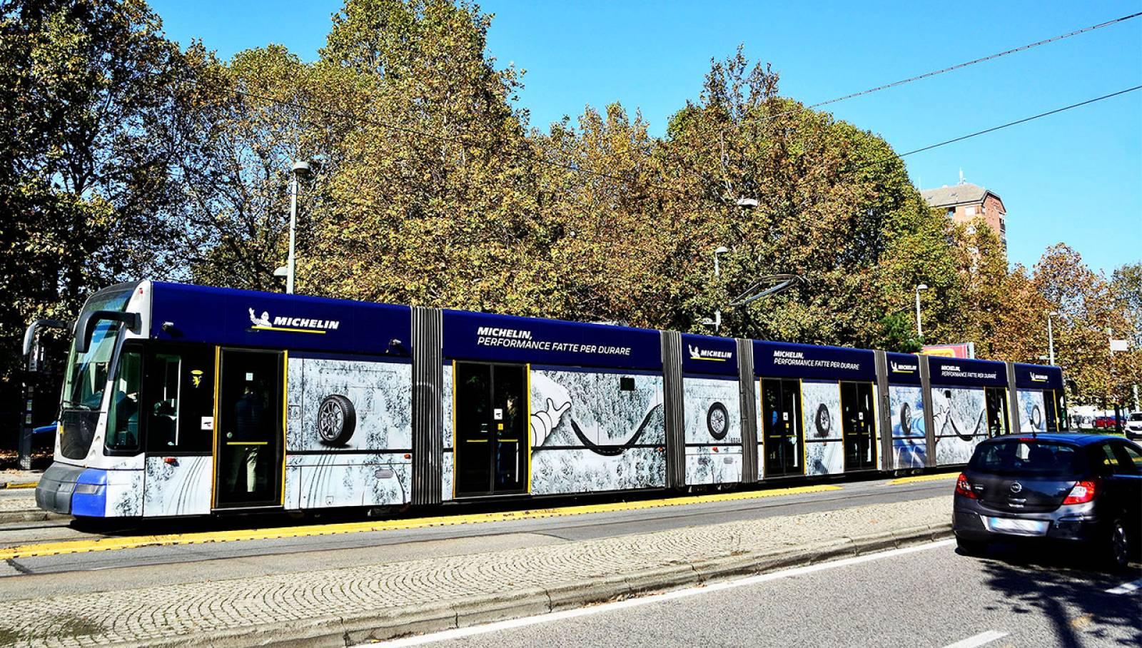IGPDecaux Torino pubblicità su tram per Michelin