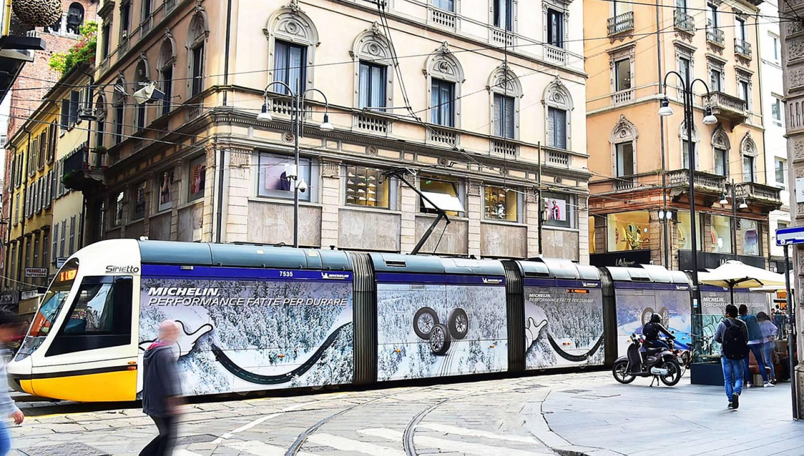 Pubblicità sui tram milanesi IGPDecaux Full-Wrap a Milano per Michelin