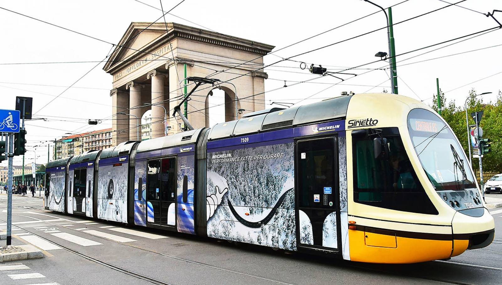 Out of Home advertising in Milan Full-Wrap IGPDecaux for Michelin