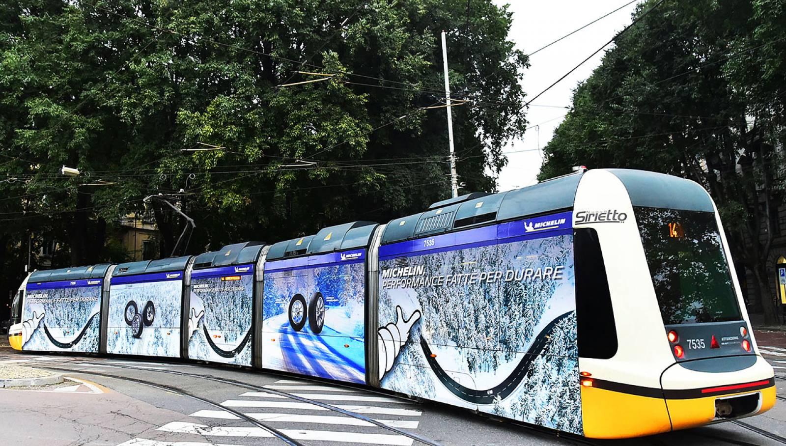 IGPDecaux  Milano pubblicità su tram Full-Wrap per Michelin