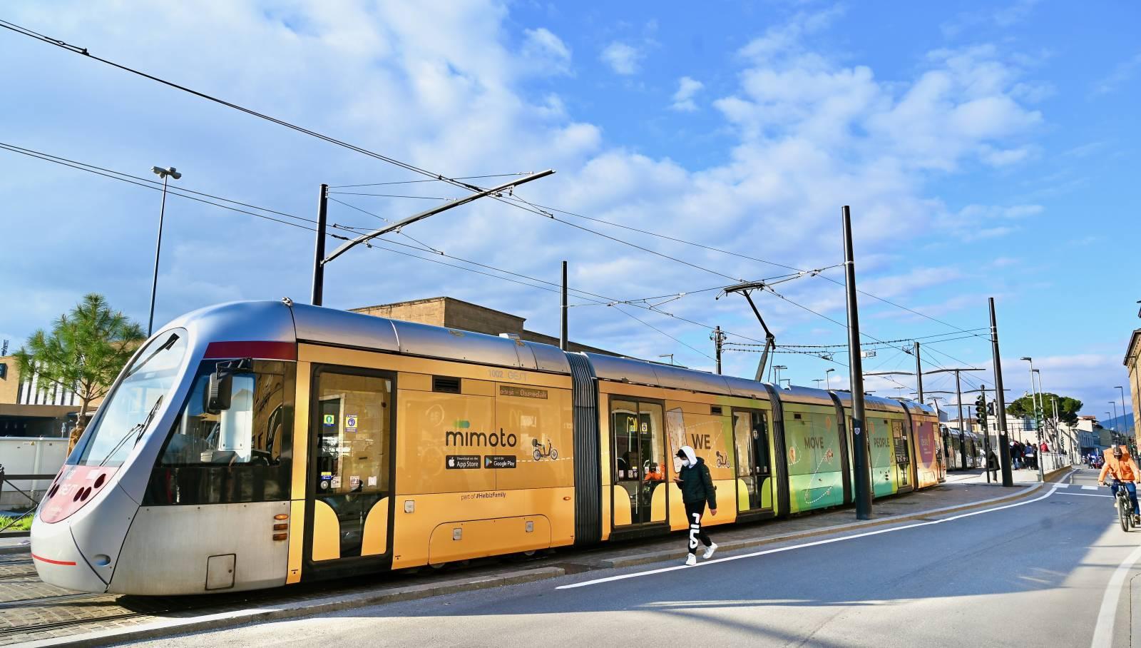 IGPDecaux Firenze pubblicità su tram Full-Wrap per MiMoto