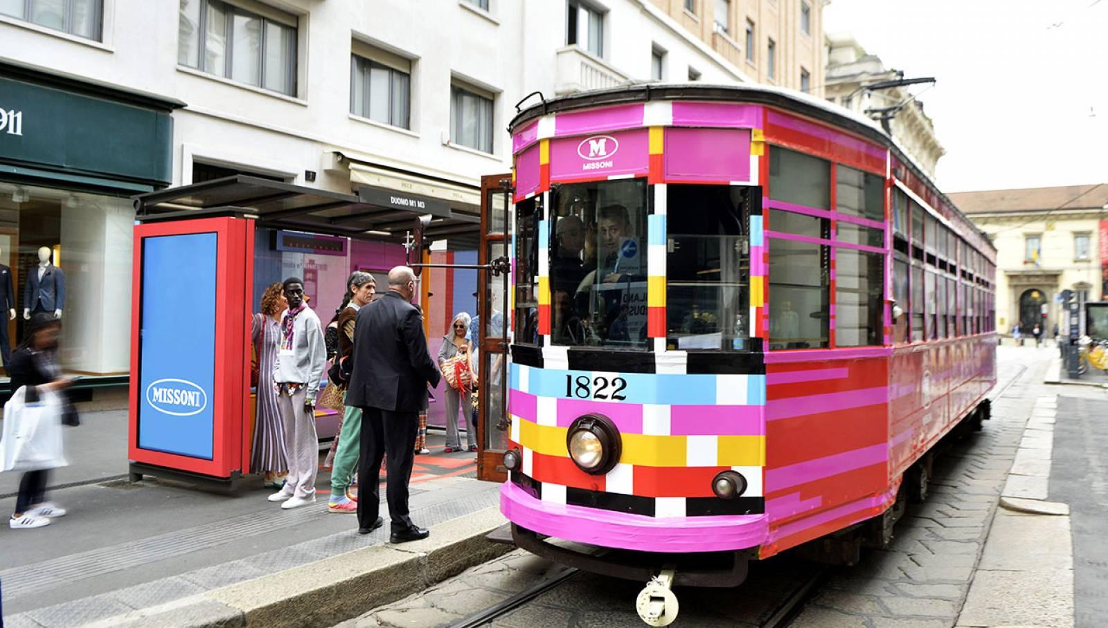 Pubblicità Out of Home IGPDecaux Tram decorato a Milano per M Missoni