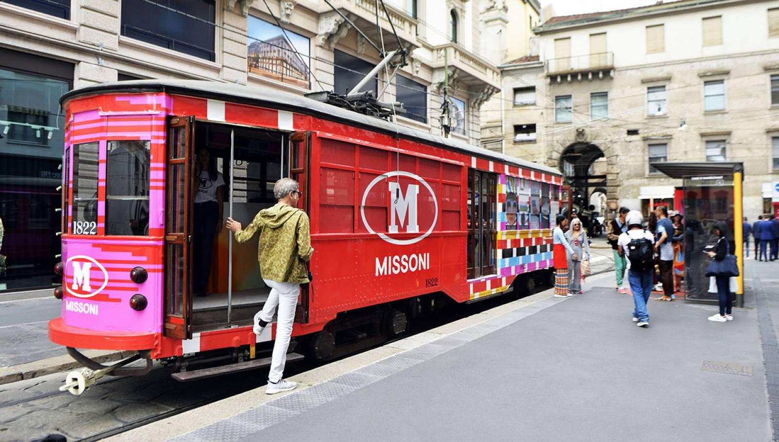 Pubblicità sui tram a Milano IGPDecaux tram decorato per M Missoni
