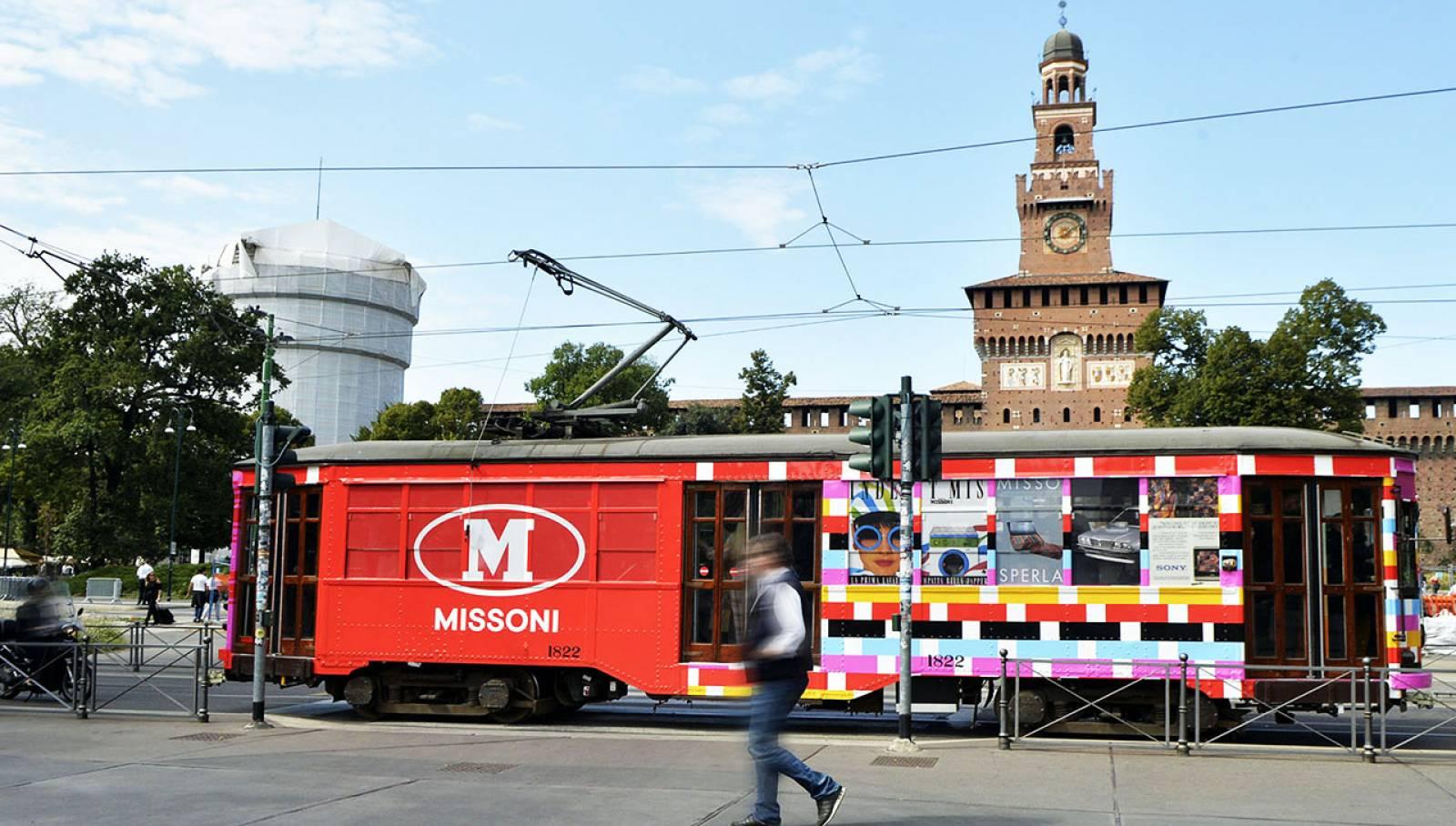 OOH advertising a Milano tram decorato IGPDecaux per M Missoni