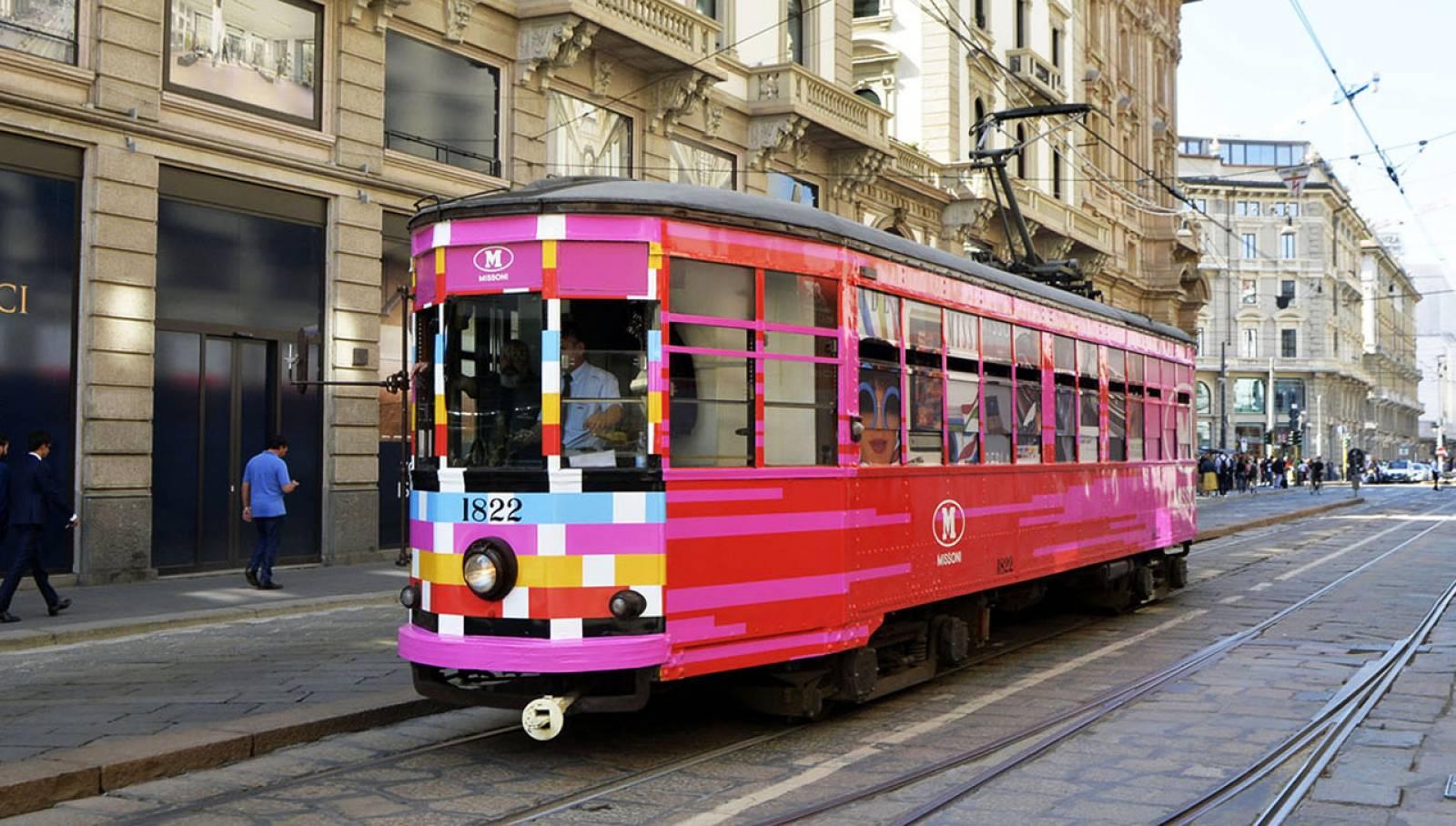 Comunicazione esterna a Milano IGPDecaux tram decorato per M Missoni