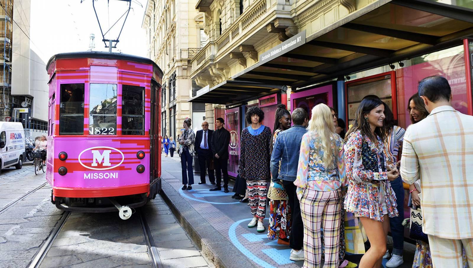 Campagna OOH a Milano IGPDecaux tram decorato per M Missoni