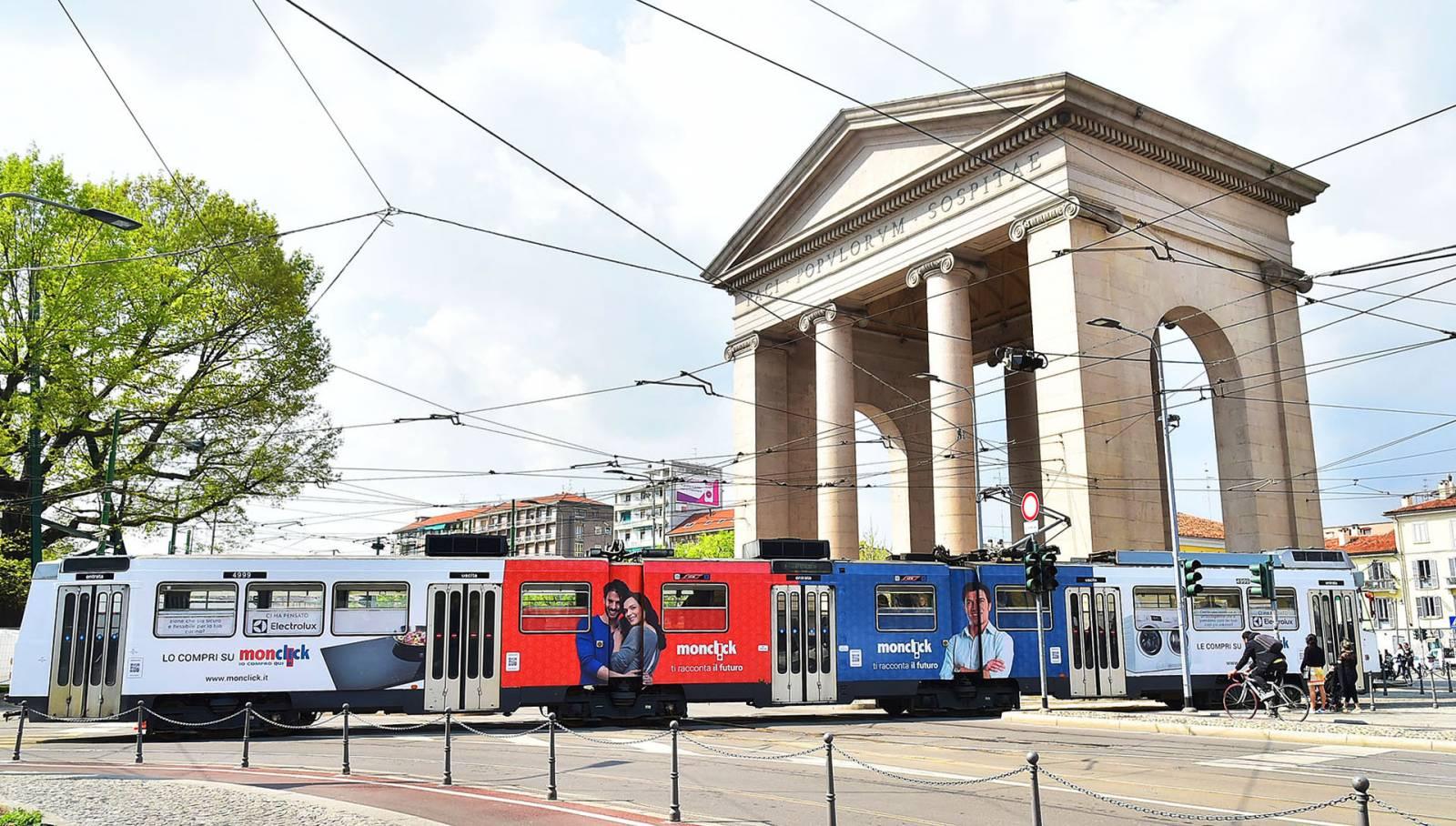 Pubblicità sui tram IGPDecaux Milano Full-Wrap per Monclick