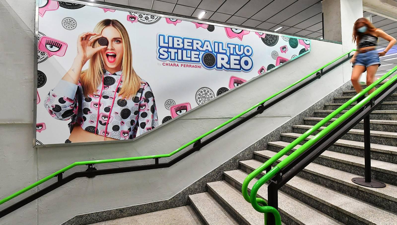 Pubblicità metropolitana Milano IGPDecaux Station Domination per Mondelez