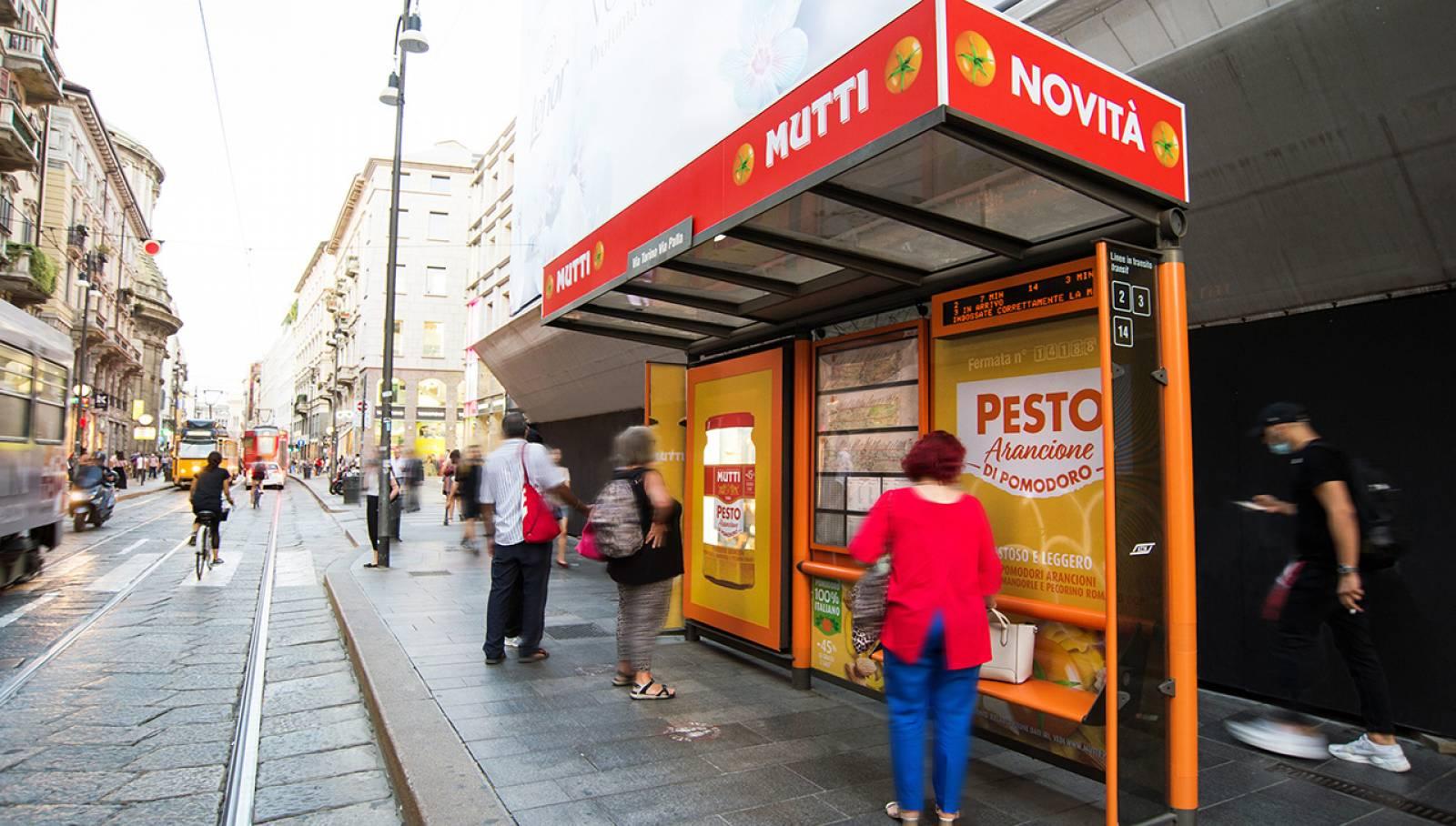 campagna OOH IGPDecaux a Milano brand pensiline per Mutti