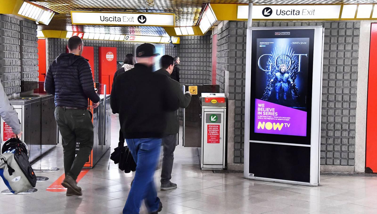 Pubblicità metro Milano IGPDecaux Circuito Digital per il Trono di Spade Now TV