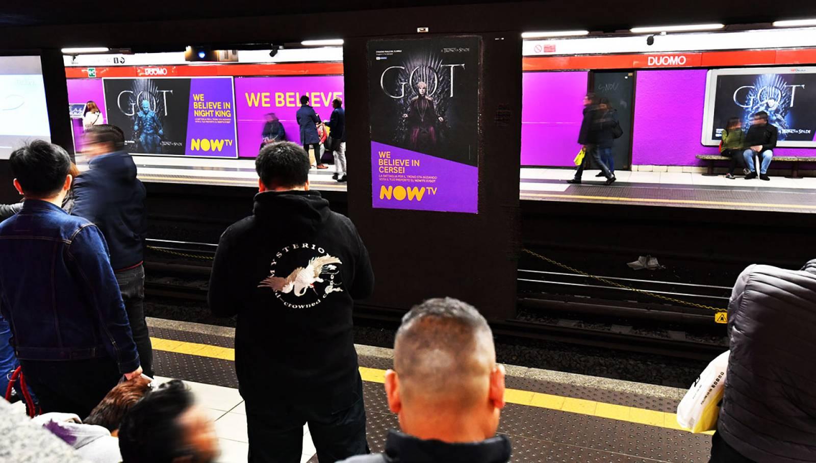 Pubblicità Out of Home in metropolitana a Milano IGPDecaux Station Domination per il Trono di Spade Now TV