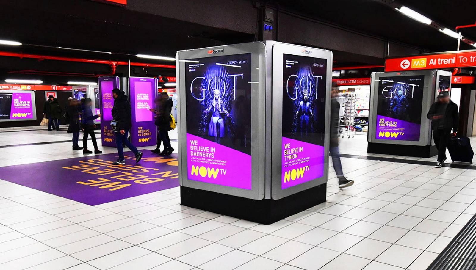 Pubblicità outdoor metro Milano Station Domination IGPDecaux per il Trono di Spade Now TV