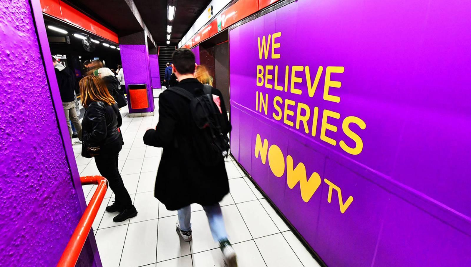 Pubblicità metro Milano Station Domination IGPDecaux per il Trono di Spade Now TV