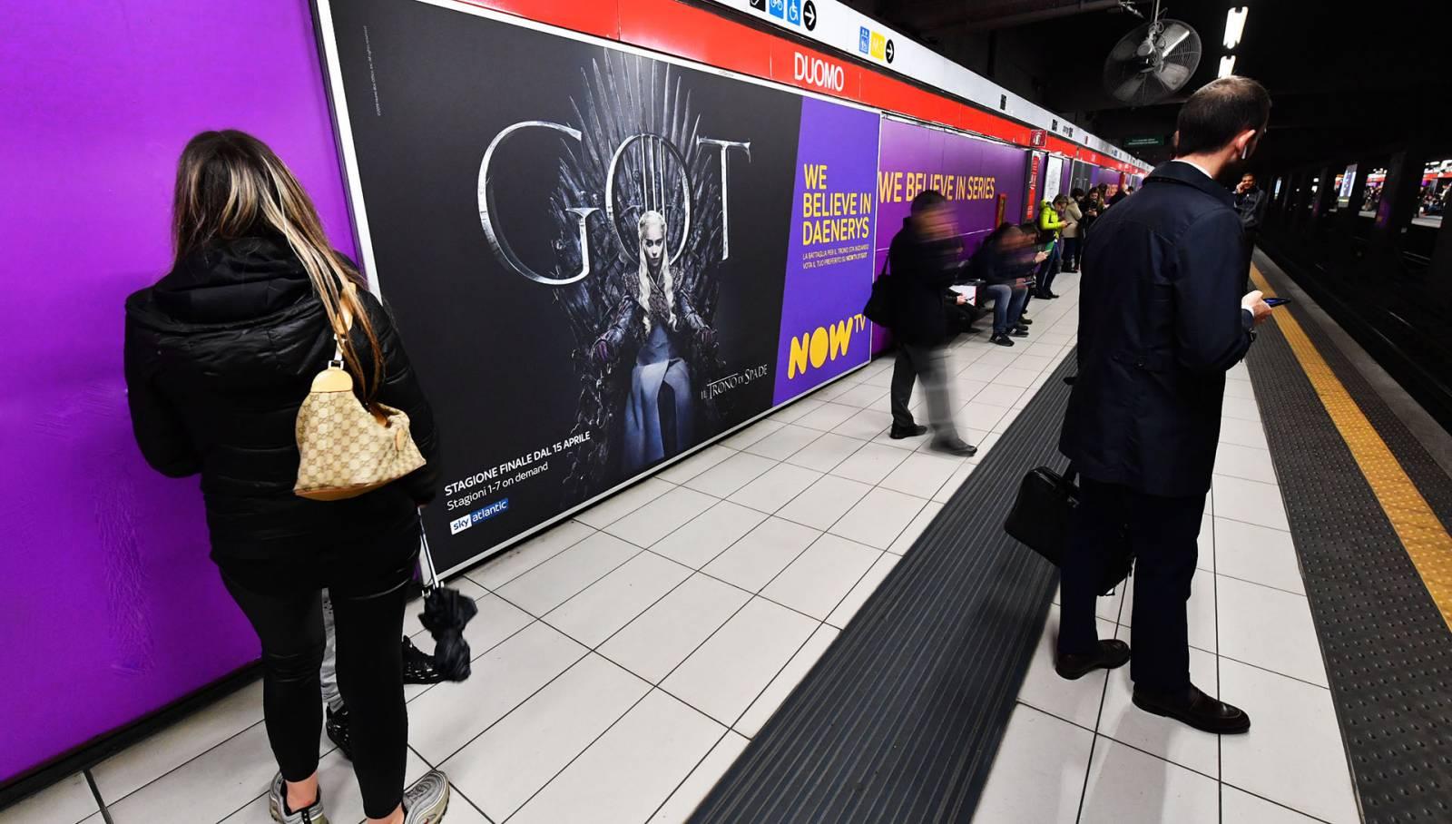 IGPDecaux pubblicità in metropolitana a Milano Station Domination per Il Trono di Spade Now TV