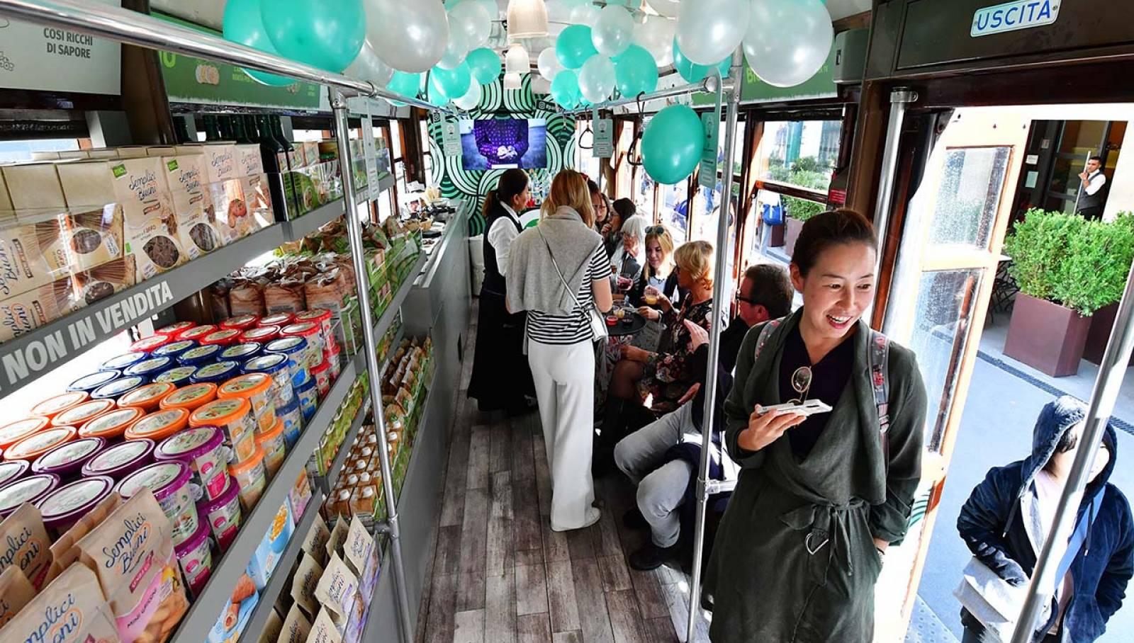 Pubblicità su tram Milano IGPDecaux tram speciale per Pam