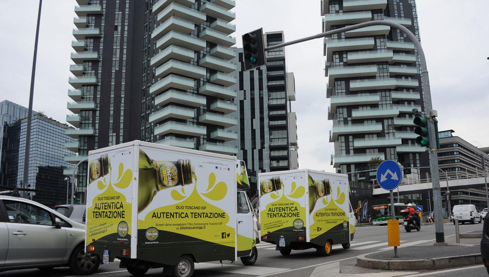 Milan Food week Tuscan Oil Ape cars- IGPDecaux