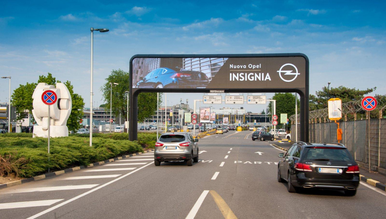 Aeroporto Linate pubblicità portale digitale per Opel IGPDecaux