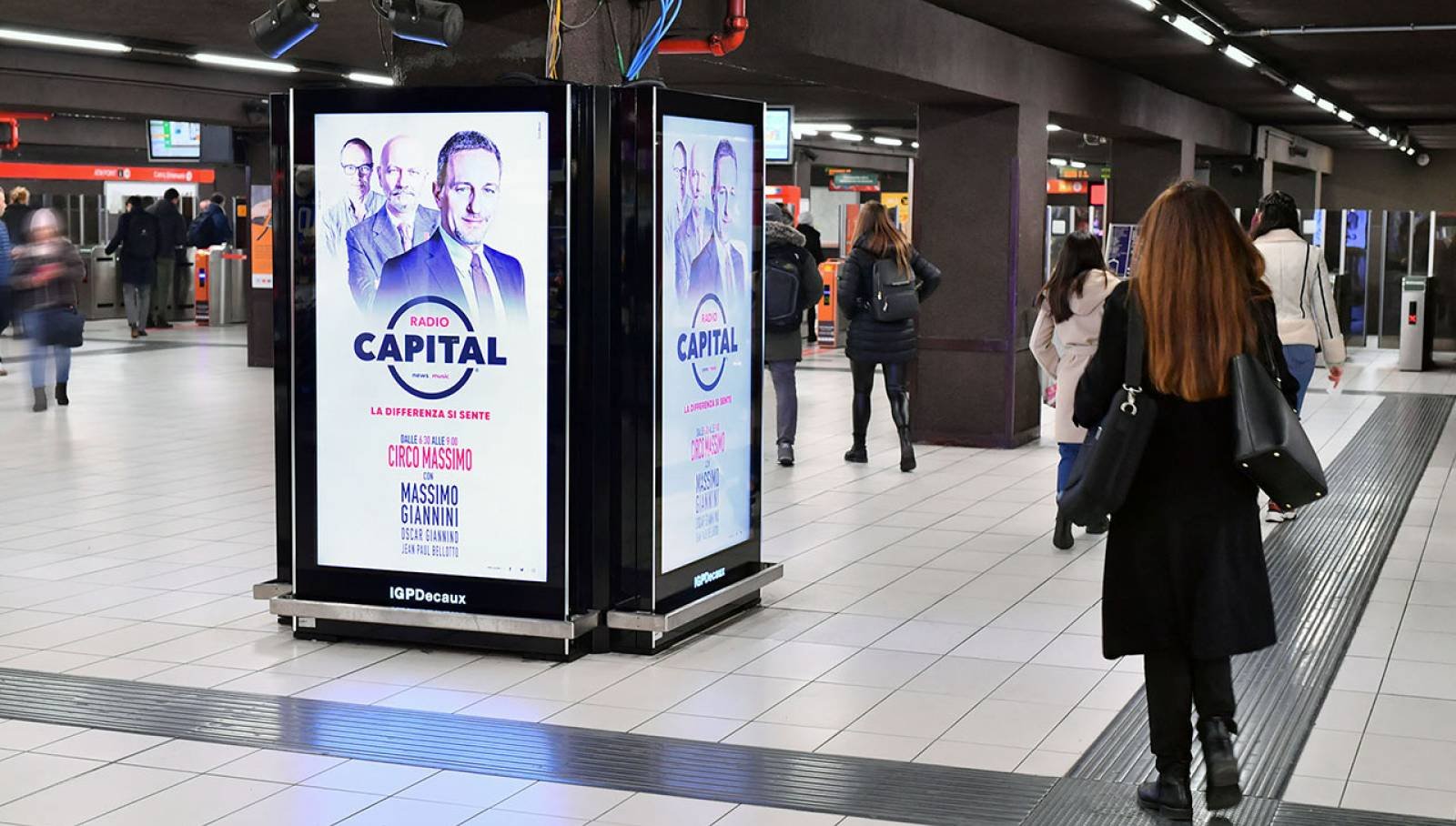 IGPDecaux OOH advertising in Milan Underground Vision Network for Radio Capital