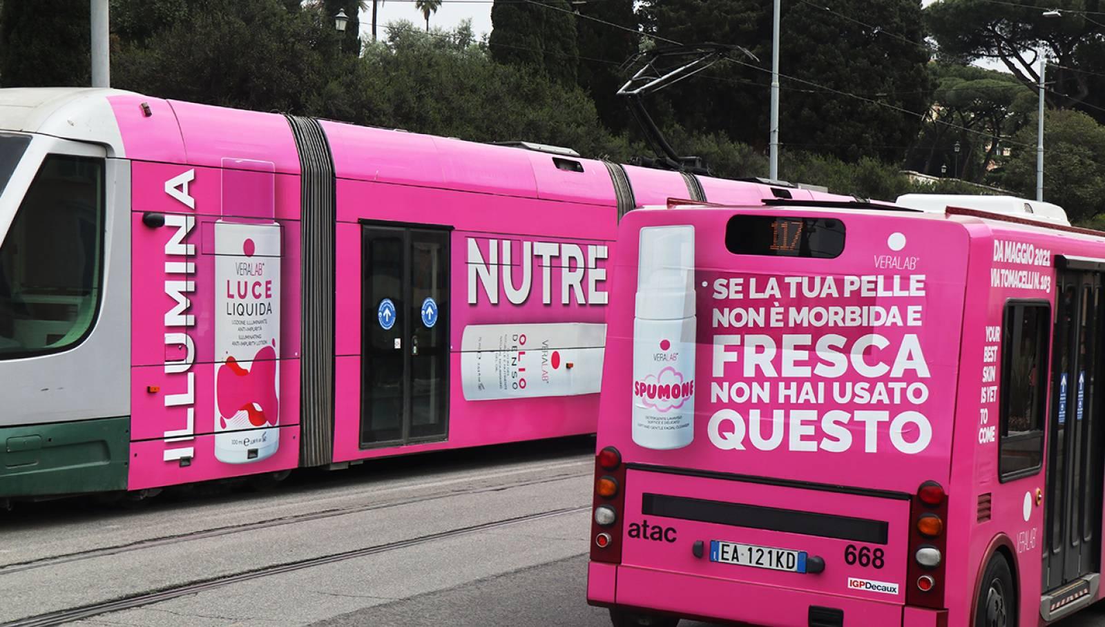 Pubblicità su tram a Rome IGPDecaux Full-Wrap per L'Estetista Cinica