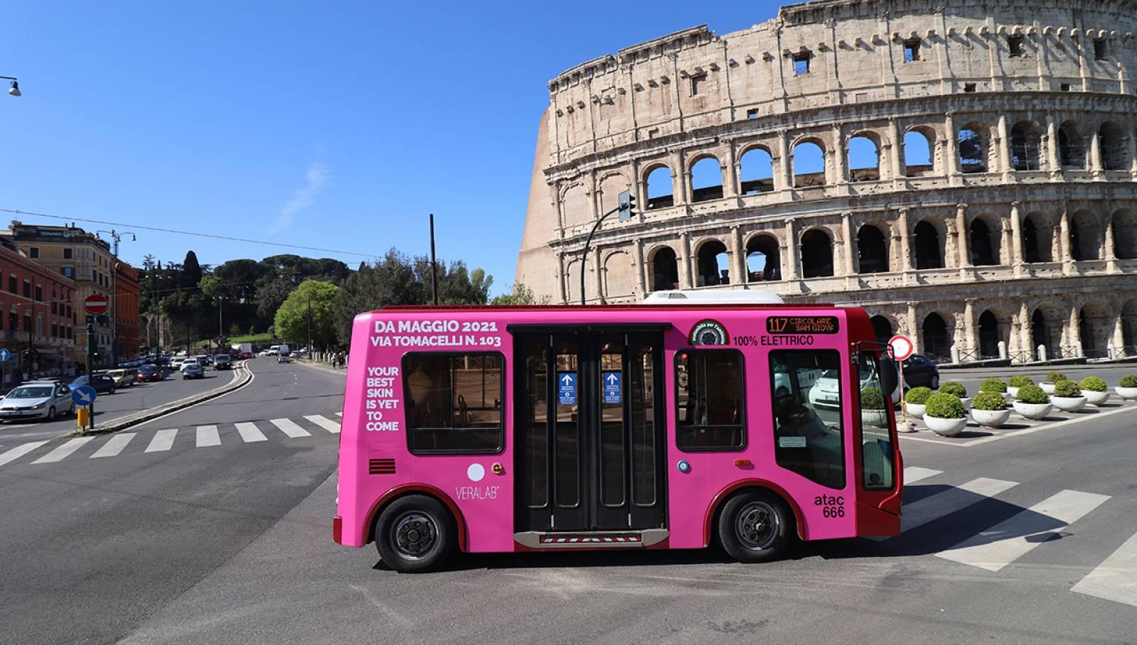 OOH IGPDecaux Roma Full-Wrap per L'Estetista Cinica