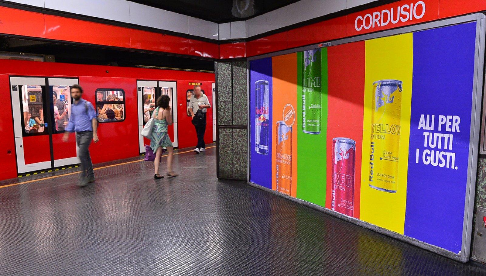 Metro Milano Red Bull IGPDecaux