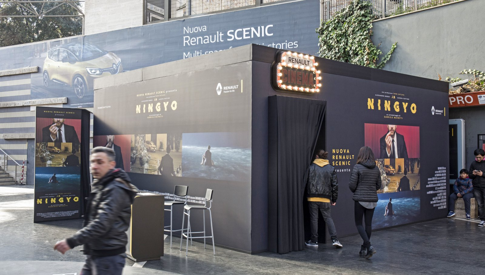 Temporary Cinema Renault - IGPDecaux Metropolitana Roma Cipro