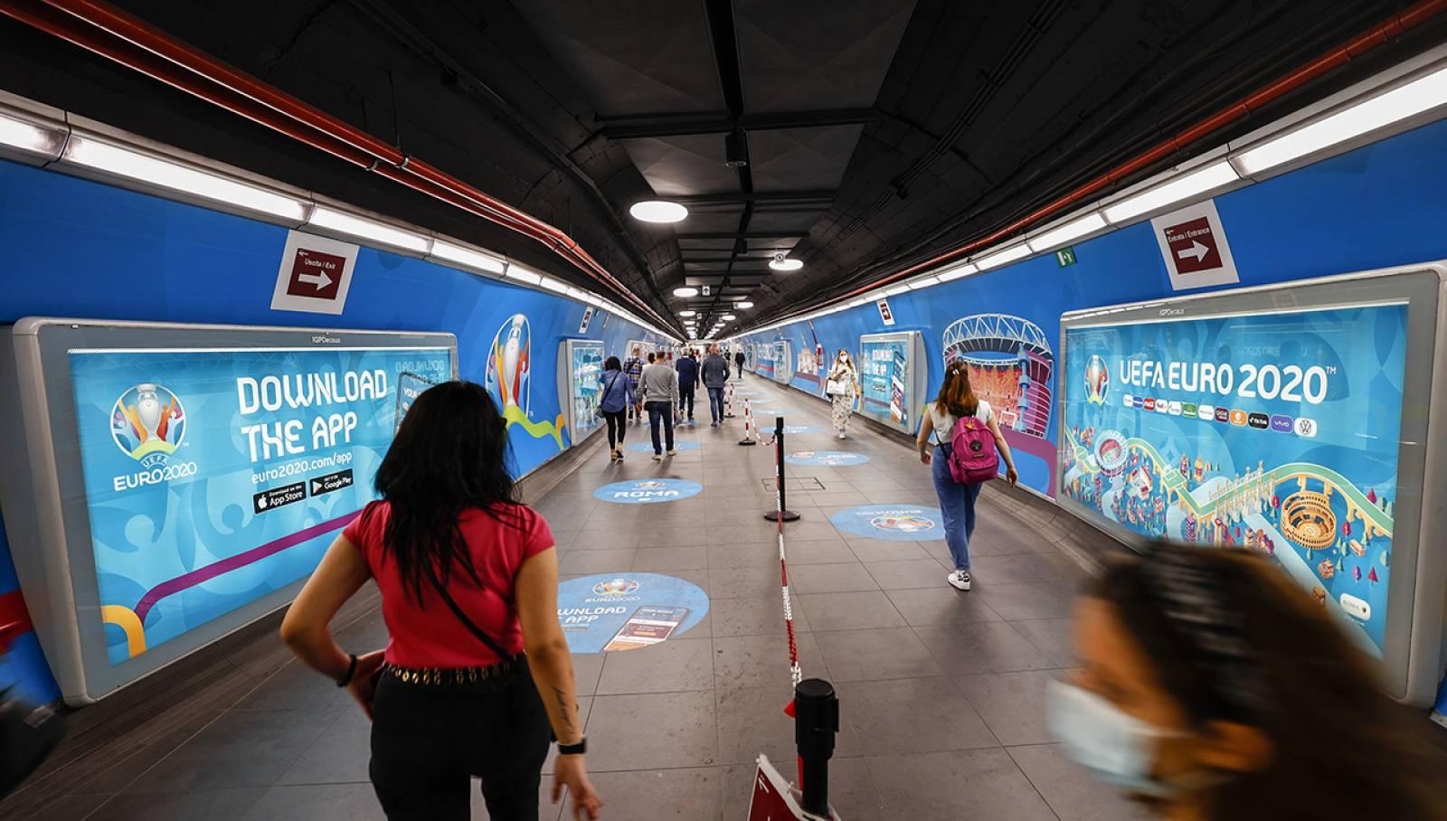 Pubblicità metro Roma IGPDecaux Station Domination per UEFA 2020
