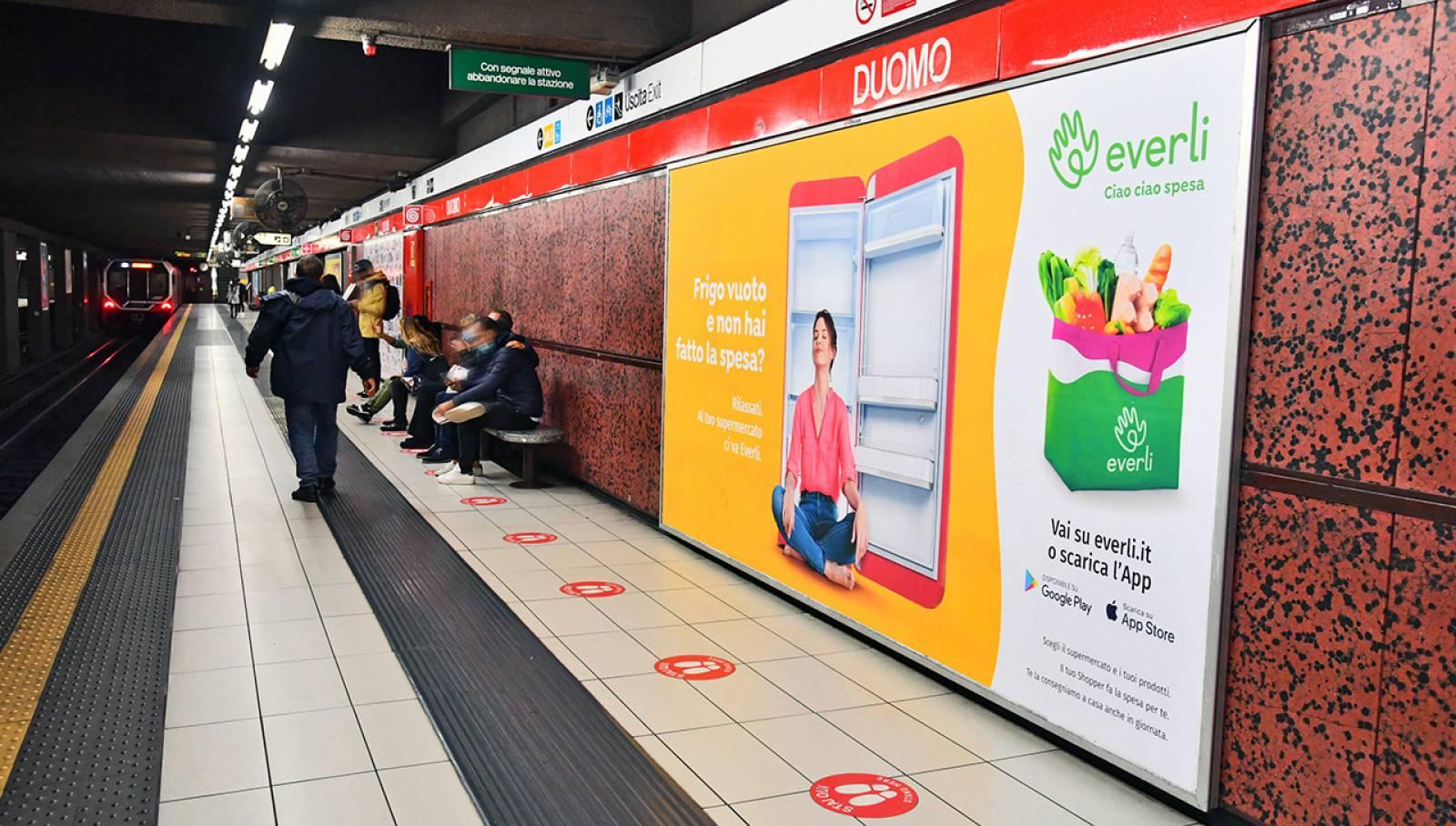 Pubblicità OOH IGPDecaux Circuito Maxi in metropolitana a Milano per Everli
