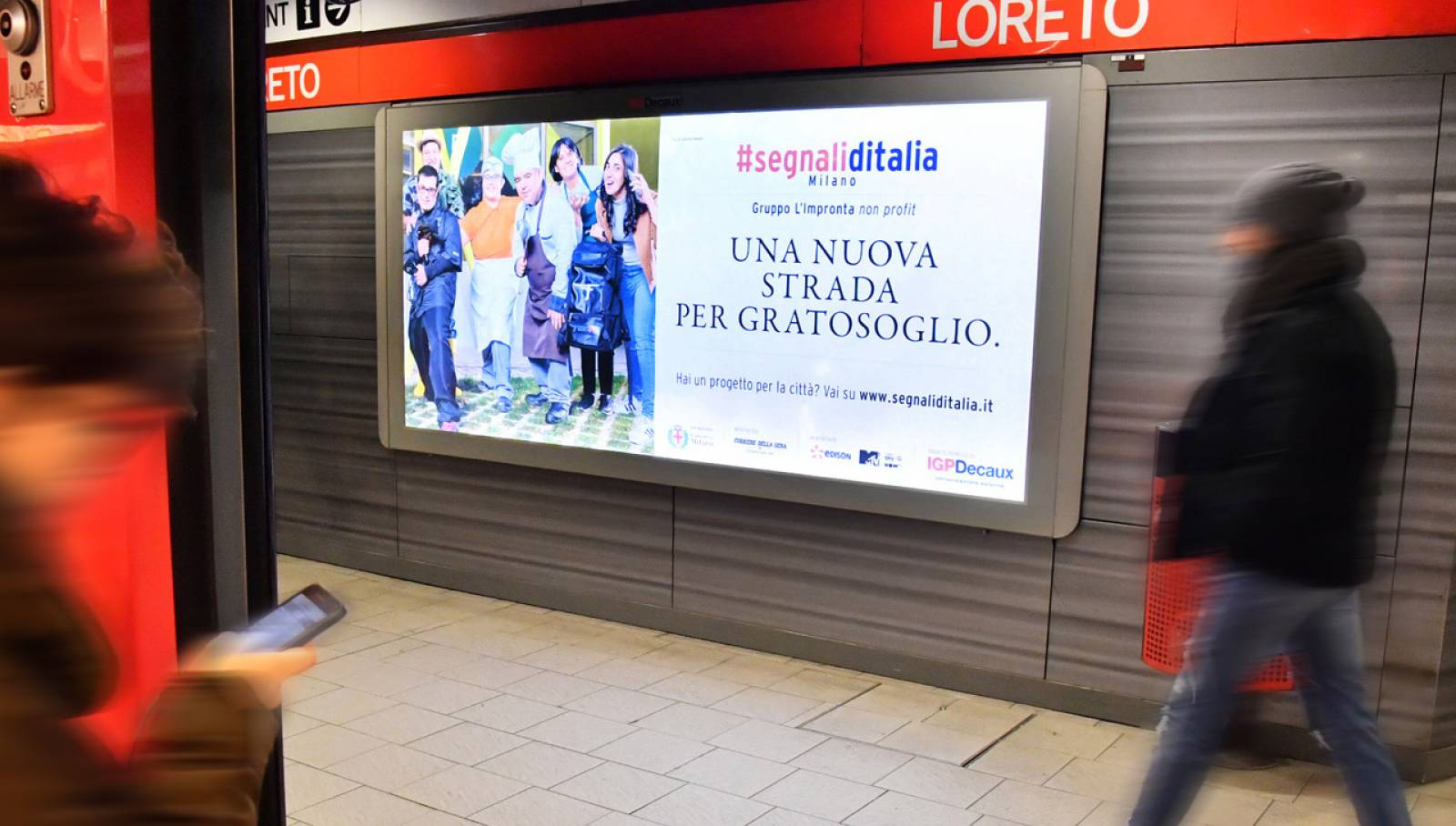 Pubblicità OOH IGPDecaux a Milano circuito Phygital per Segnali d'Italia