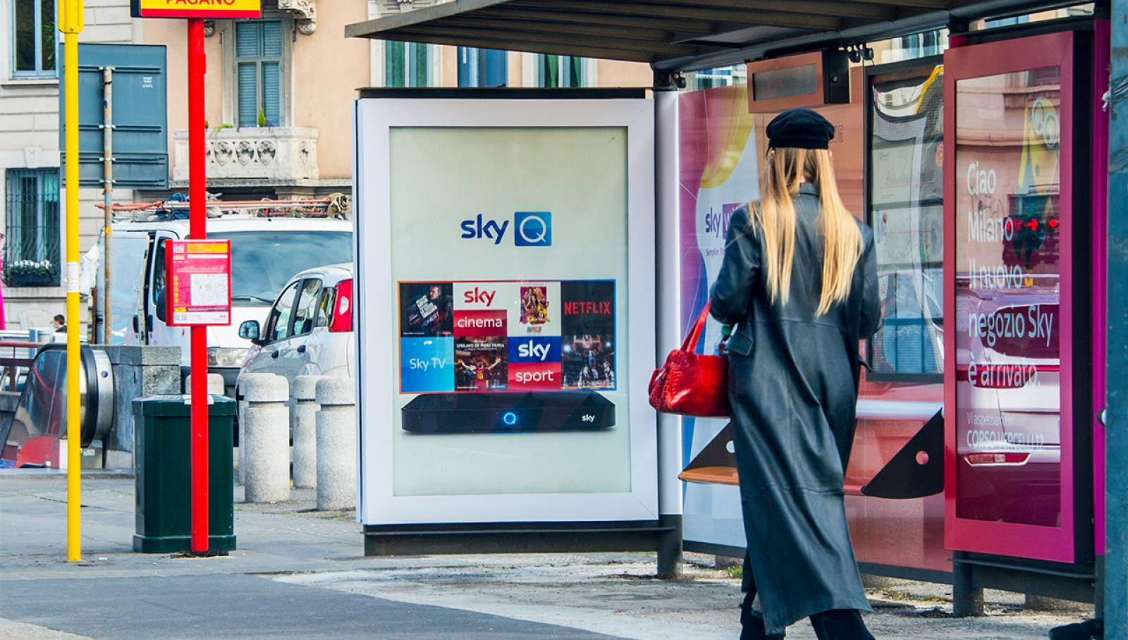 Out Of Home advertising a Milano IGPDecaux Creative Solutions Brand Pensiline per SKY Italia