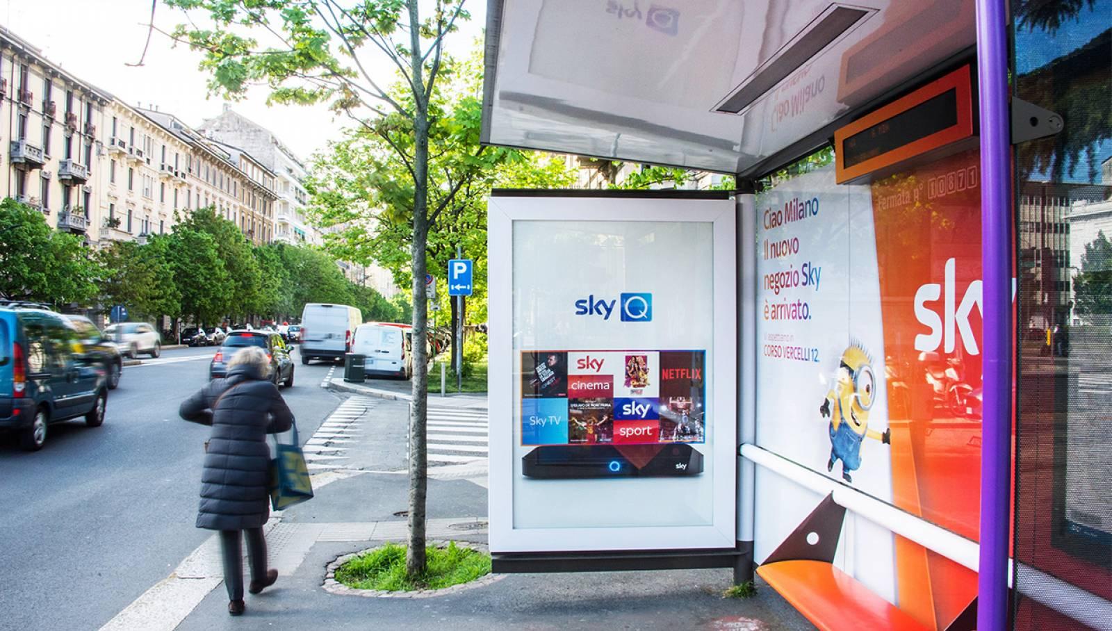 IGPDecaux Creative Solutions Brand pensiline a Milano per SKY Italia