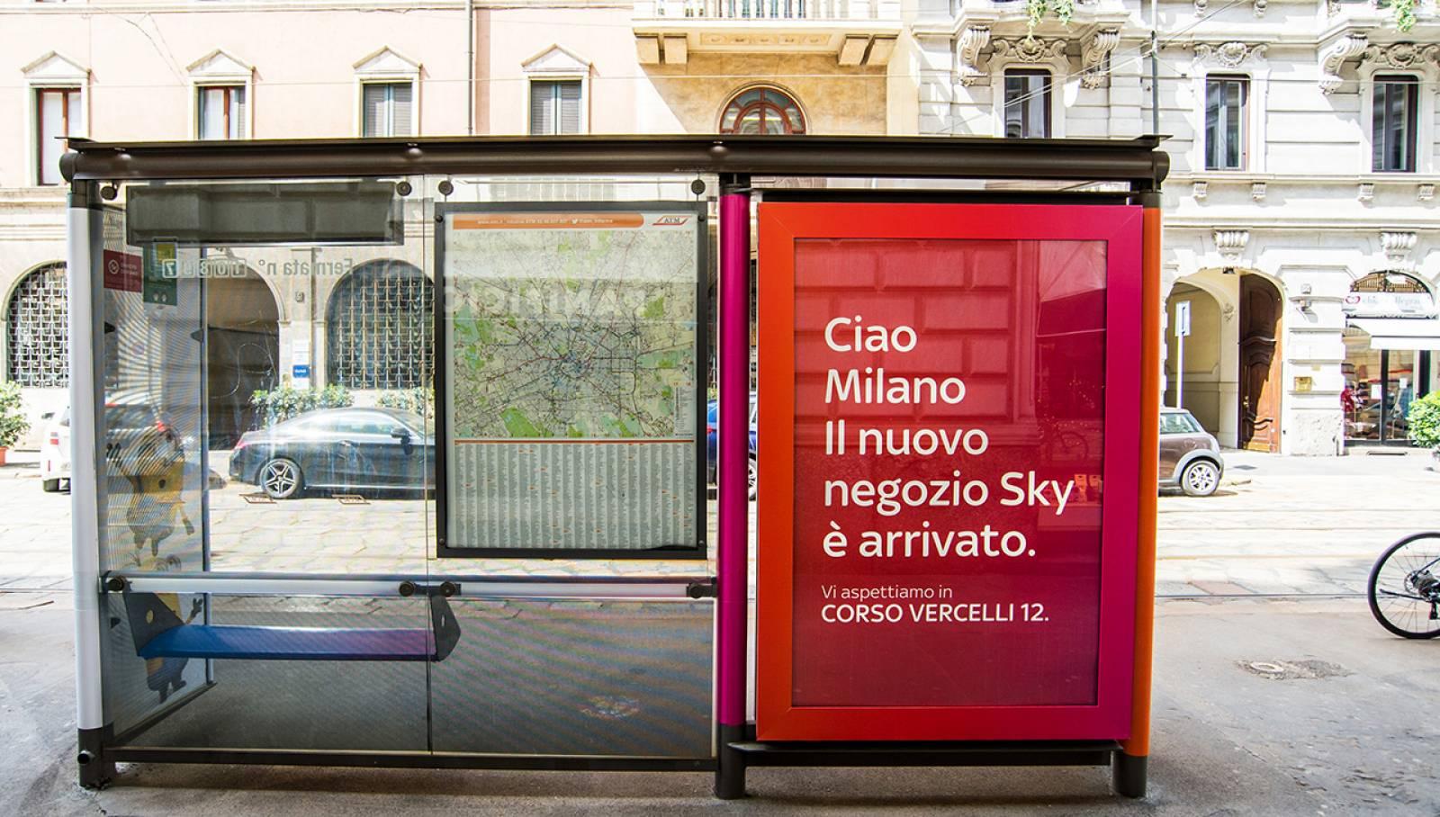 Pubblicità sulle pensiline a Milano Brand Pensiline IGPDecaux per SKY Italia