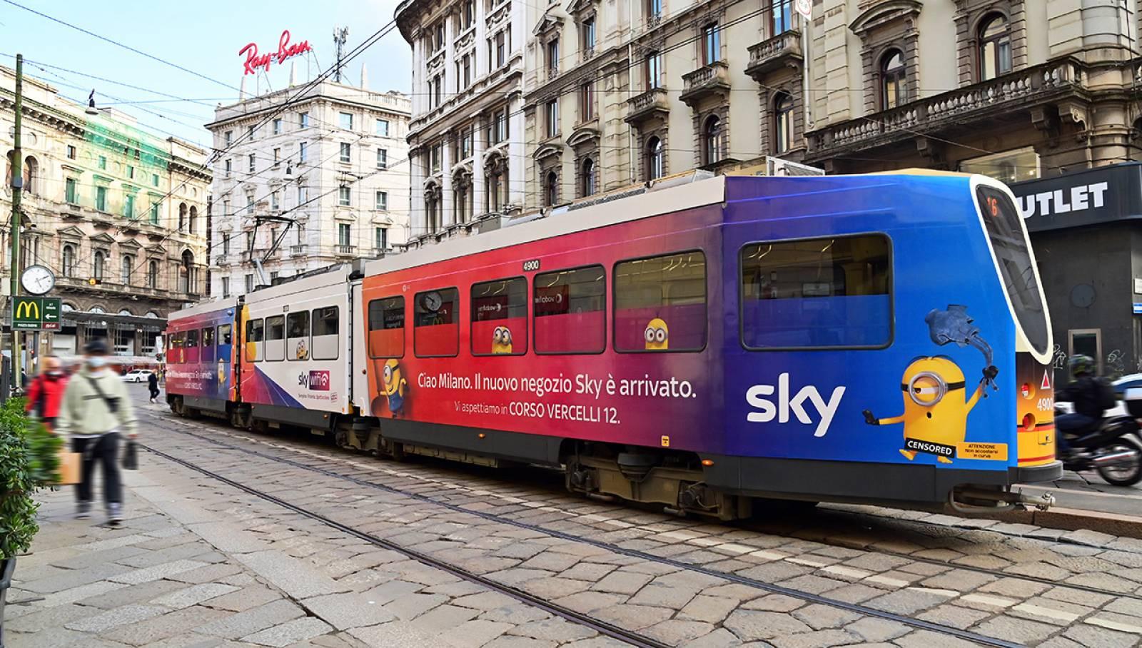 Pubblicità su tram a Milano IGPDecaux Full-Wrap per SKY Italia