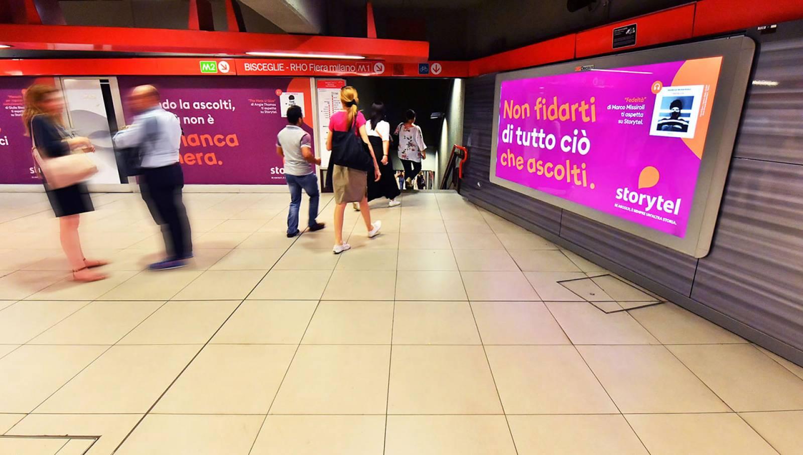 Pubblicità outdoor IGPDecaux Station Domination a Milano per Storytel