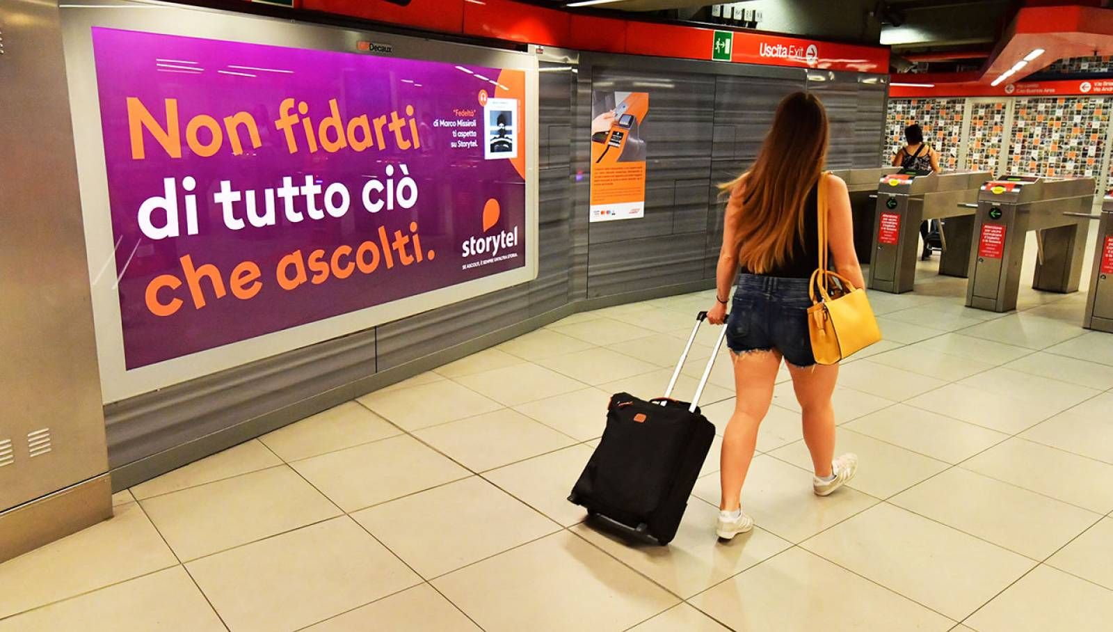 Pubblicità OOH a Milano Station Domination per Storytel IGPDecaux