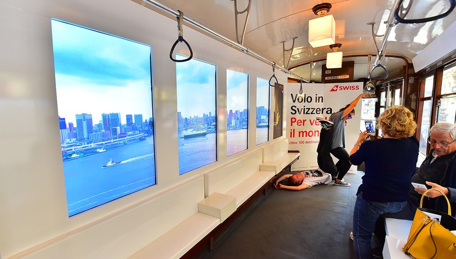 Pubblicità sui tram Milano IGPDecaux tram speciale per Swiss International Airlines