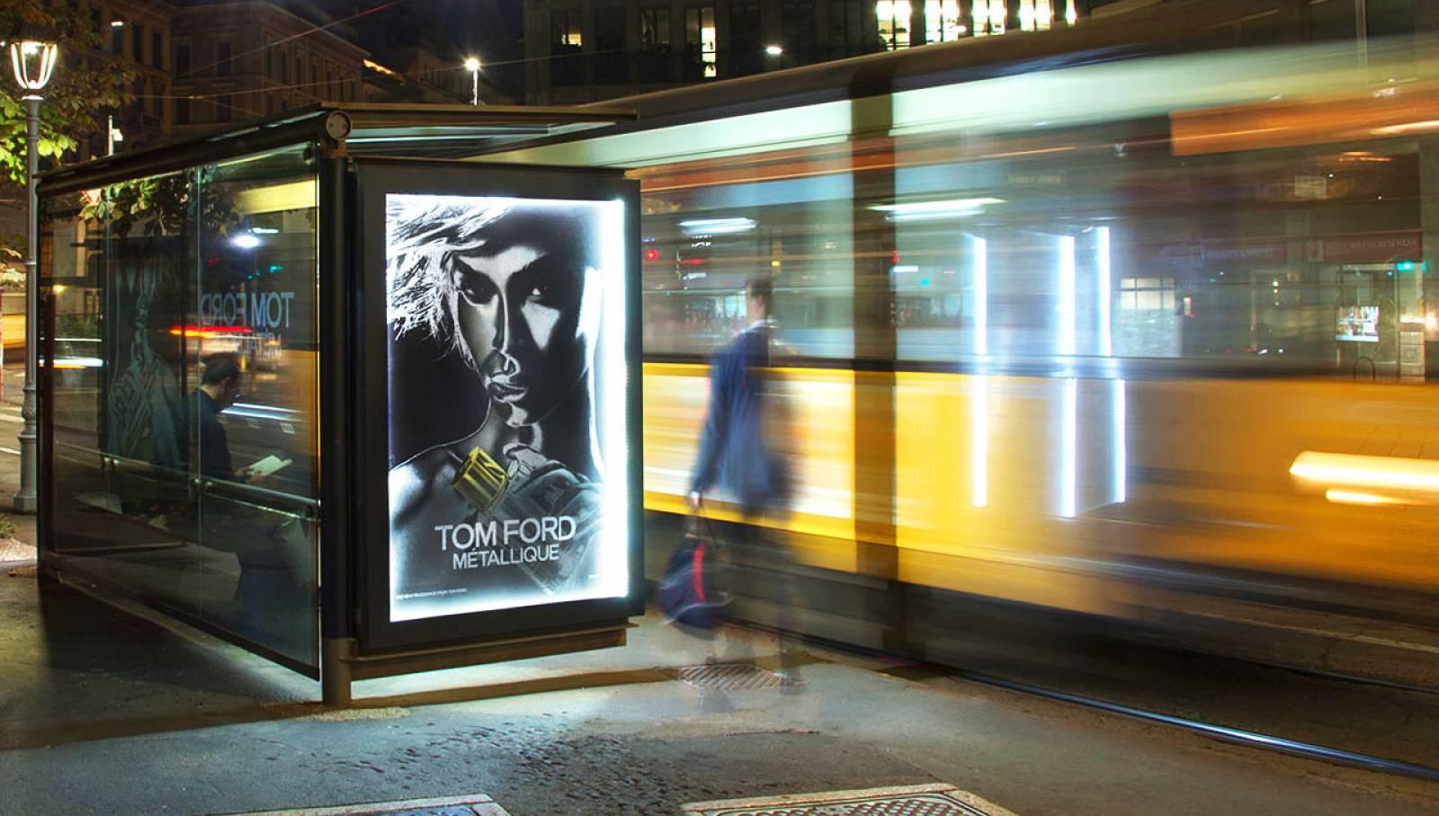 Comunicazione esterna IGPDecaux pensiline decorate a Milano per Tom Ford