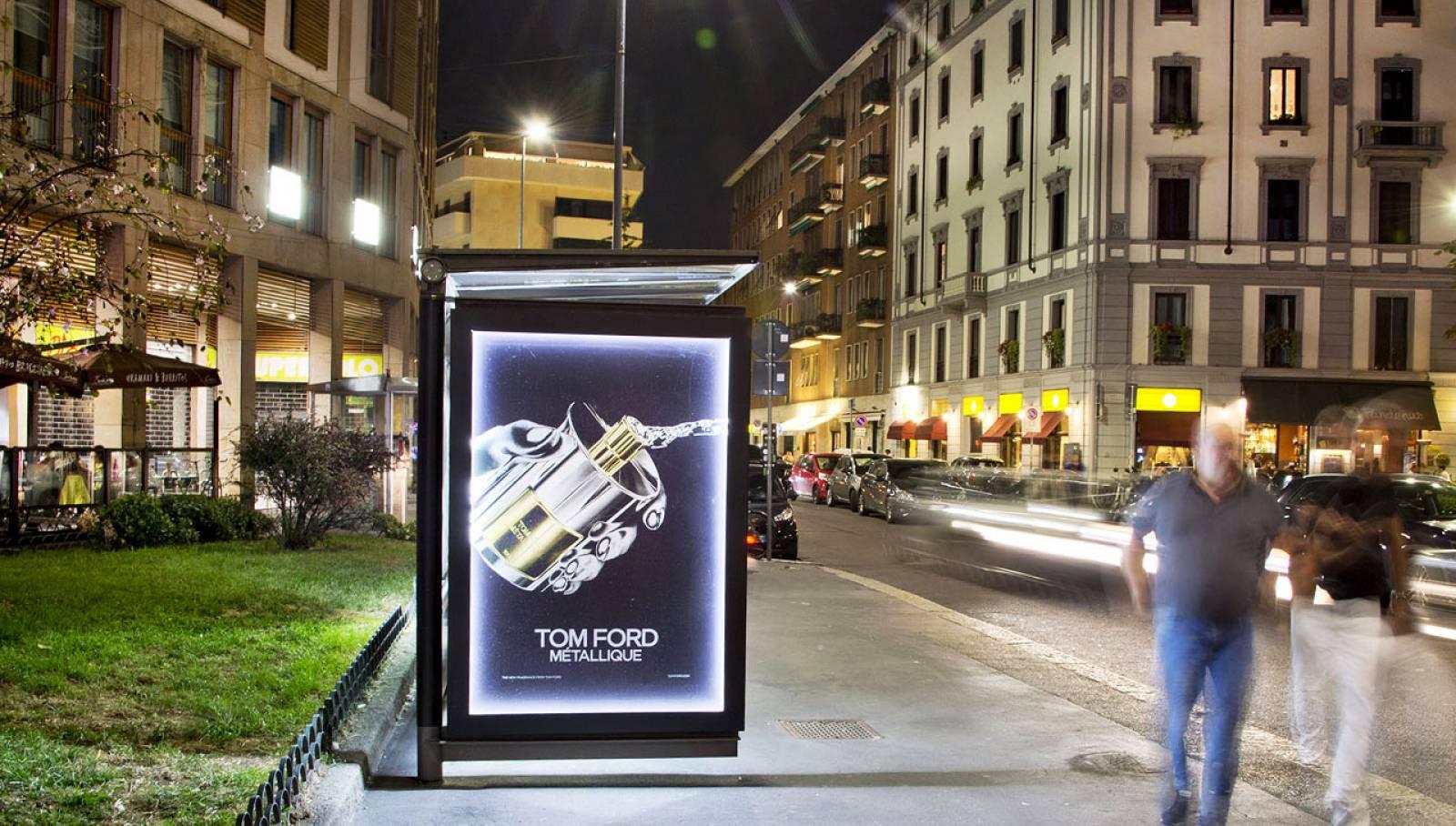 Pubblicità OOH a Milano pensiline decorate IGPDecaux per Tom Ford