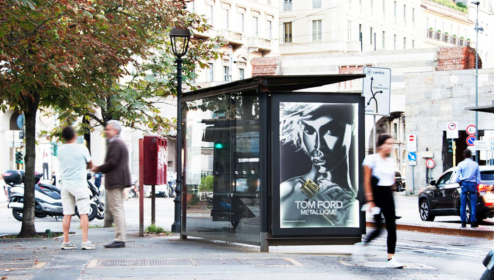 Pubblicità OOH IGPDecaux Milano pensiline decorate per Tom Ford