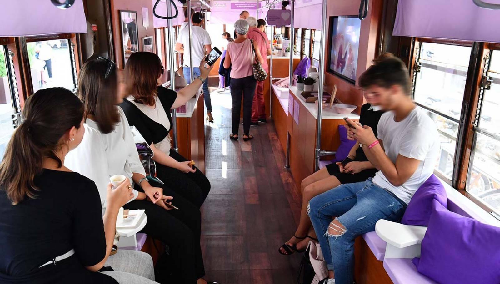 Pubblicità Out Of Home IGPDecaux Milano tram speciale per Bauli