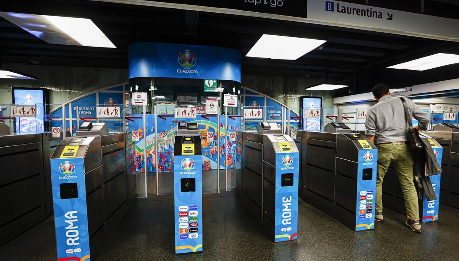 Pubblicità in metropolitana a Roma Termini IGPDecaux Station Domination per UEFA 2020